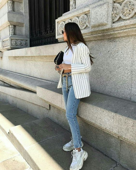 cropped branco e mom jeans