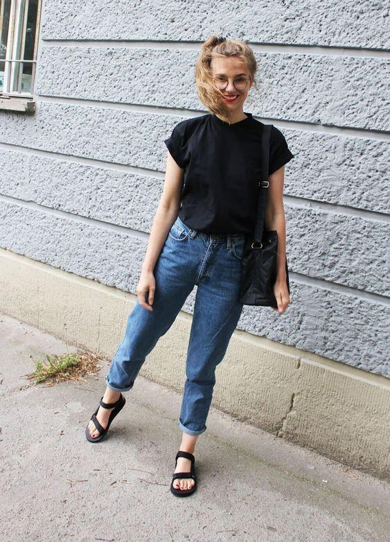 blusa preta, mom jeans