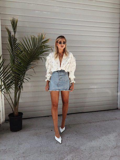 camisa branca, saia jeans, mule de bico fino
