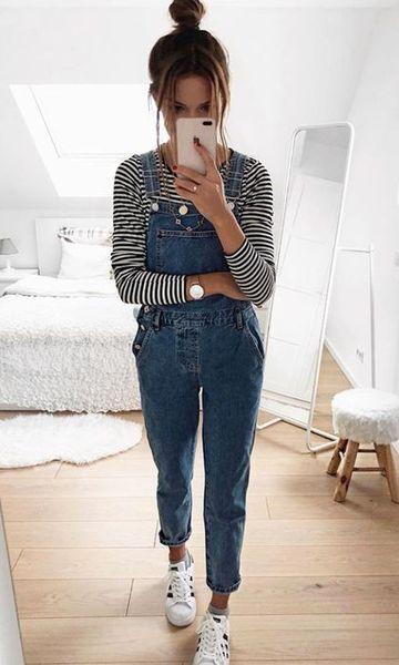 blusa de manga, marcacão e tênis branco
