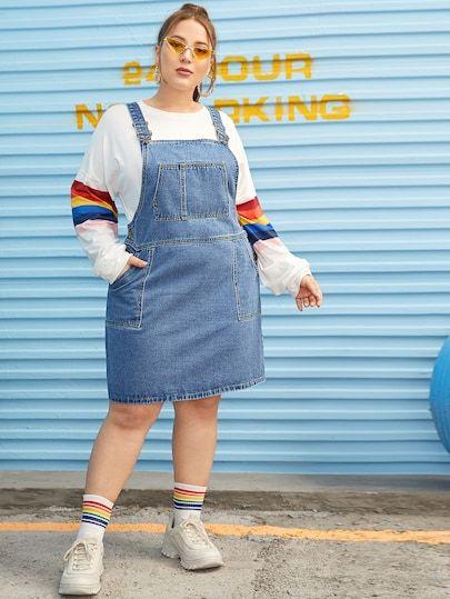 blusa de manga, jardineira jeans, maia aparente e tênis
