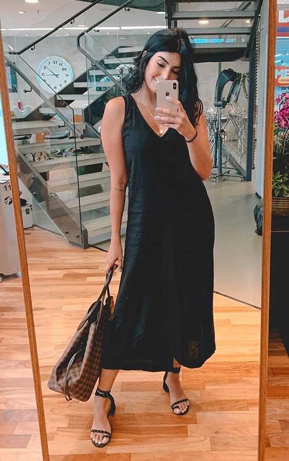 look para o fim de semana, vestido preto, sandália de tiras