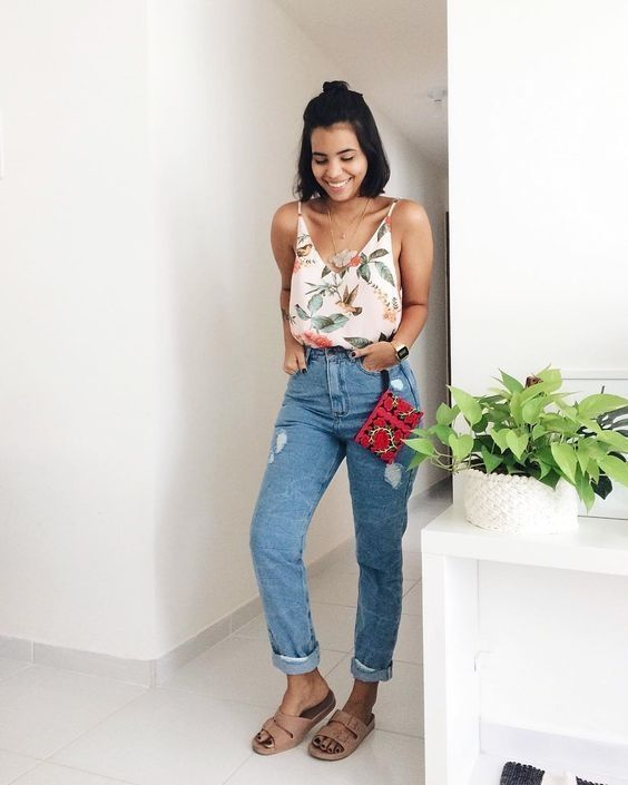 regata com estampa floral, mom jeans rasteirinha birken