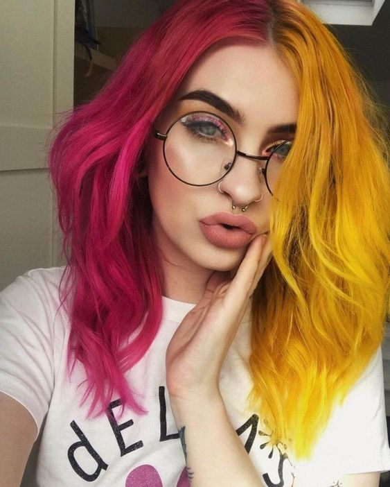cabelo bicolor, rosa e amarelo