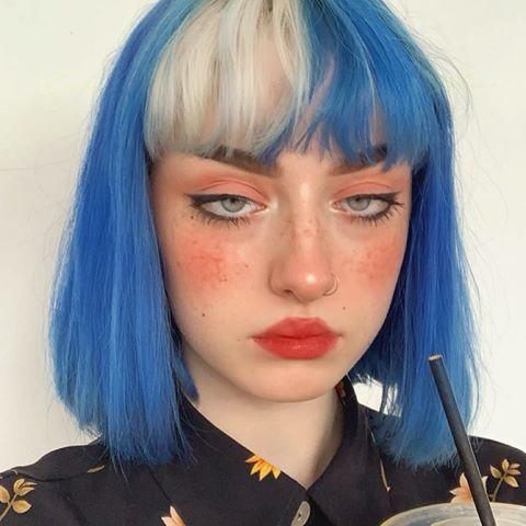 cabelo bicolor azul e platinado