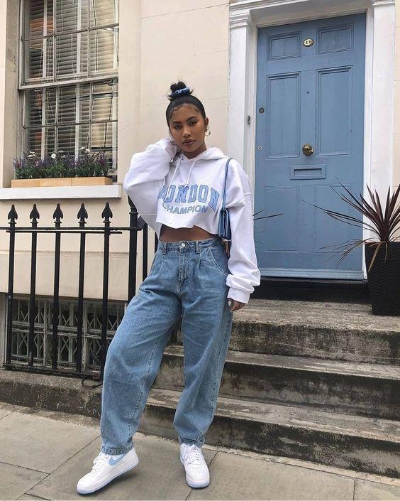 blusa moletom cropped, calça jeans wide leg