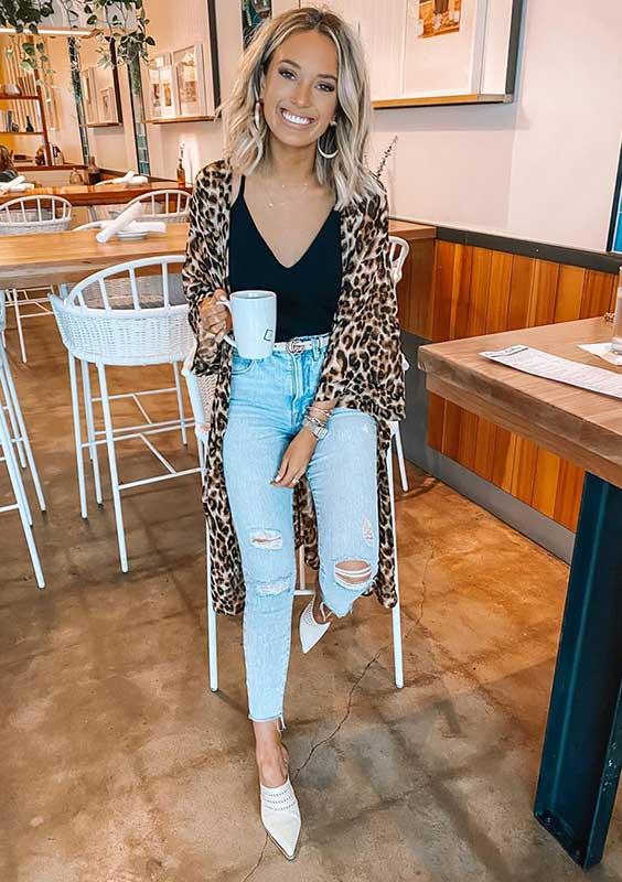 kimono de oncinha, regata preta e calça jeans