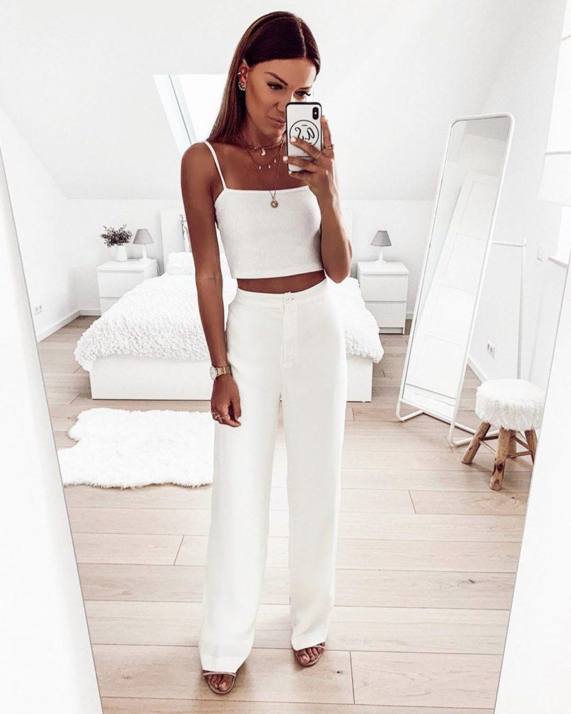 Jaqueline, cropped banco e calça branca