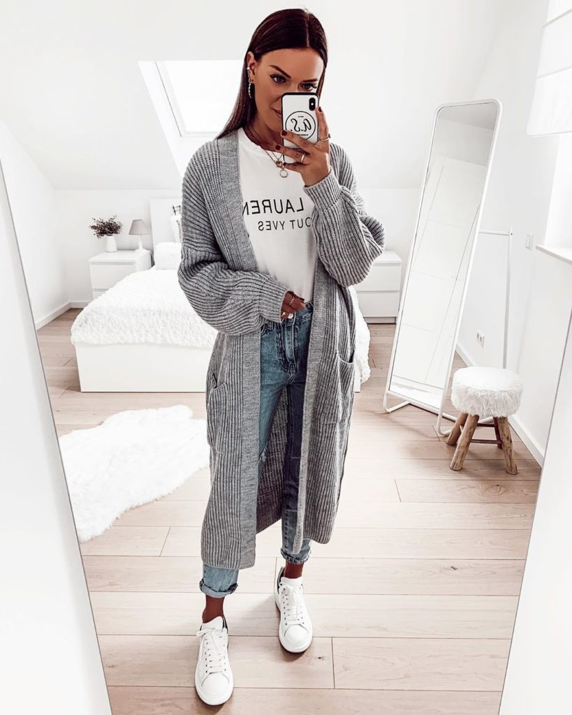 maxi suéter cinza, blsua branca, calça jeans skinny