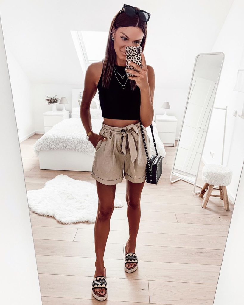 cropped preto, short clochard bege