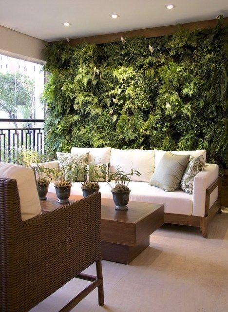 sala com jardim suspenso, plantas na sala