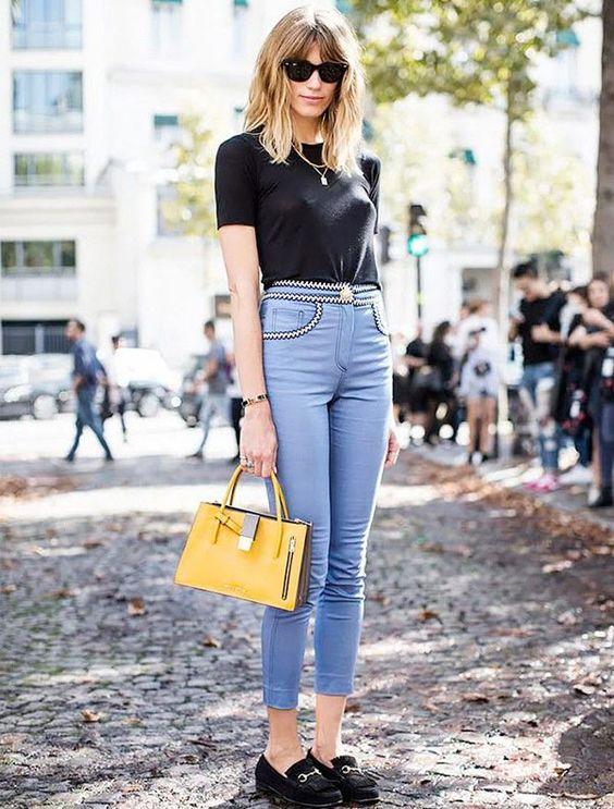 t-shirt preta, calça skinny jeans, mocassim preto