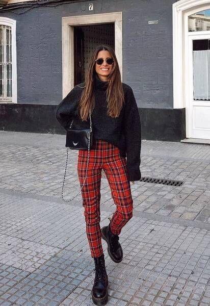 suéter preto oversized, calça de alfaiataria, coturno preto