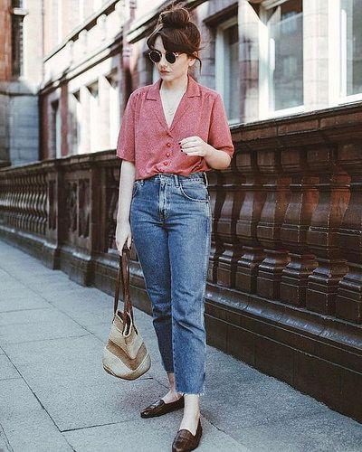 camisa de manga curta rosa, mom jeans e mocassin maxxom