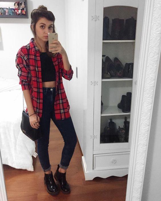 camisa, cropped preto, calça skinny perto