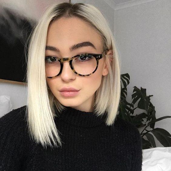 cabelo loiro liso com raiz