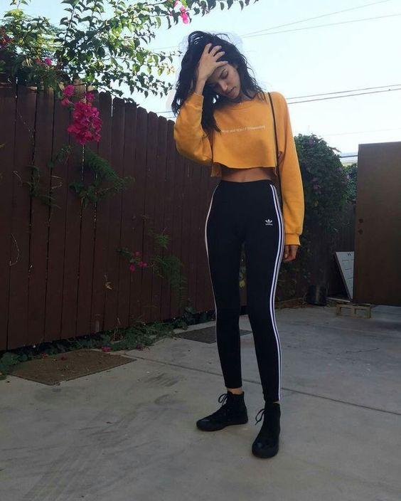 moletom amarelo cropped