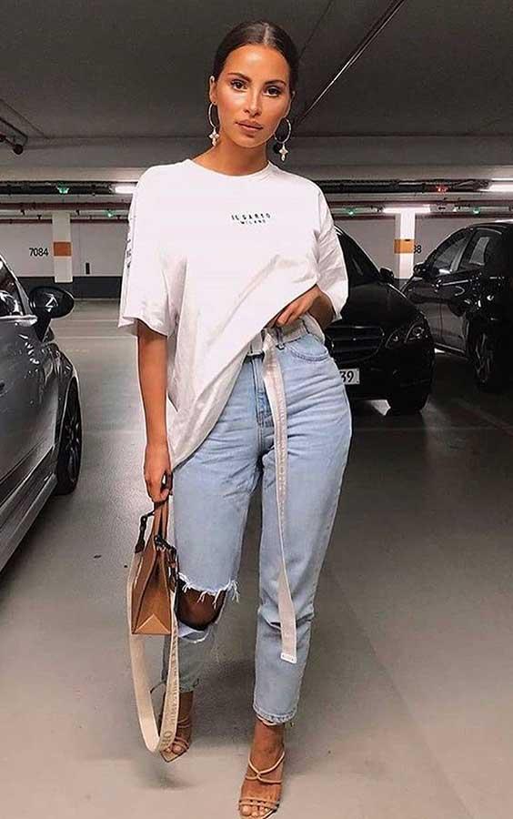 t-shirt oversizes, mom jeans destroyed, sandália de tiras