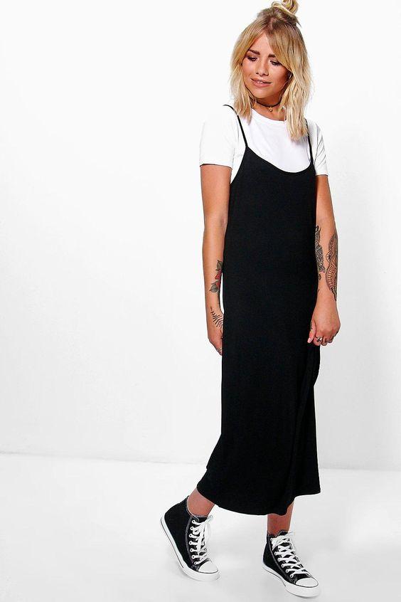 sobreposição com blusa branca e vestido preto
