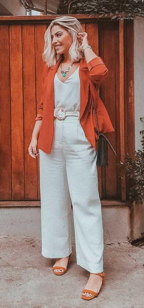 Lau Lopes, blazer laranja, blusa, regata de cetim, calça branca