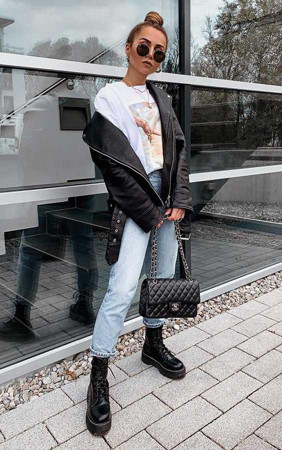 anunanna, t-shirt branca, jaqueta de couro, mom jeans e coturno preto