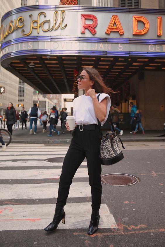 blusa branca, calça de alfaiataria preta