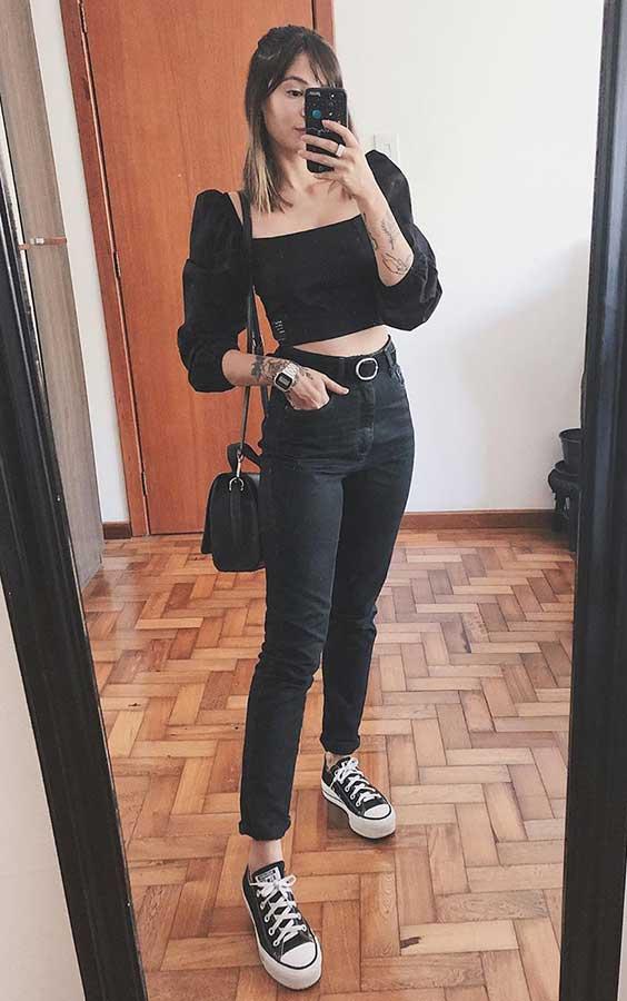 cropped preto com mangas bufantes, calça skinny preto