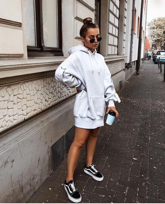 hoodie oversized, tênis vans preto