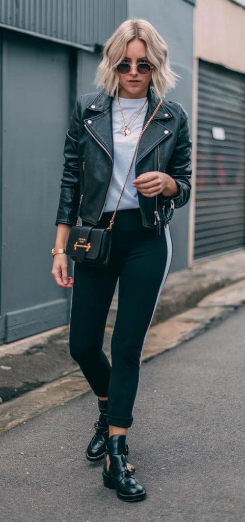 casaco, jaqueta de couro, t-shirt cinza branca, calça skinny preta e coturno