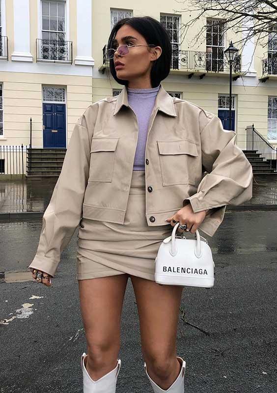 conjuntinho utililário bege e mini bolsa branca