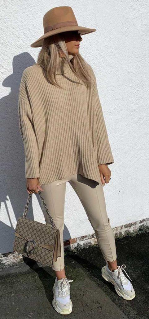 looks de frio em tons terrosos, suéter, chapeu fedora e calça legging