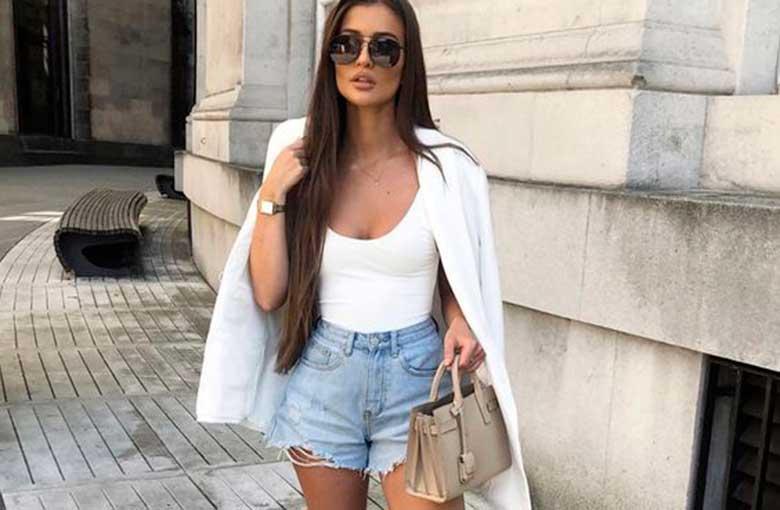 blazer branco e short jeans