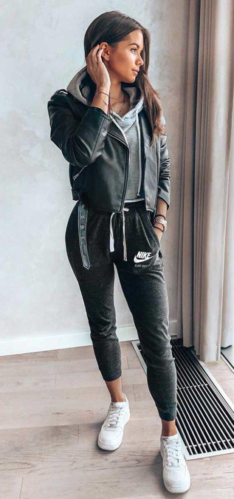 looks basicos, jaqueta de couro, calça jogger e tênis branco