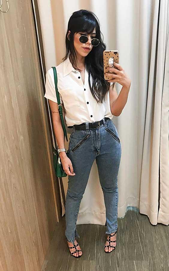 camisa branca e calça jeans para ir ao mercado