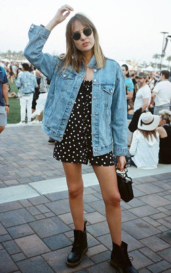 jequeta jeans, vestido floral e coturno