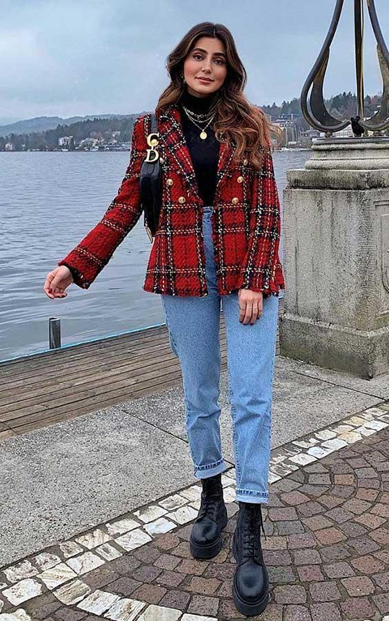 tendências de inverno, blazer xadrez, mom jeans e coturno tratorado