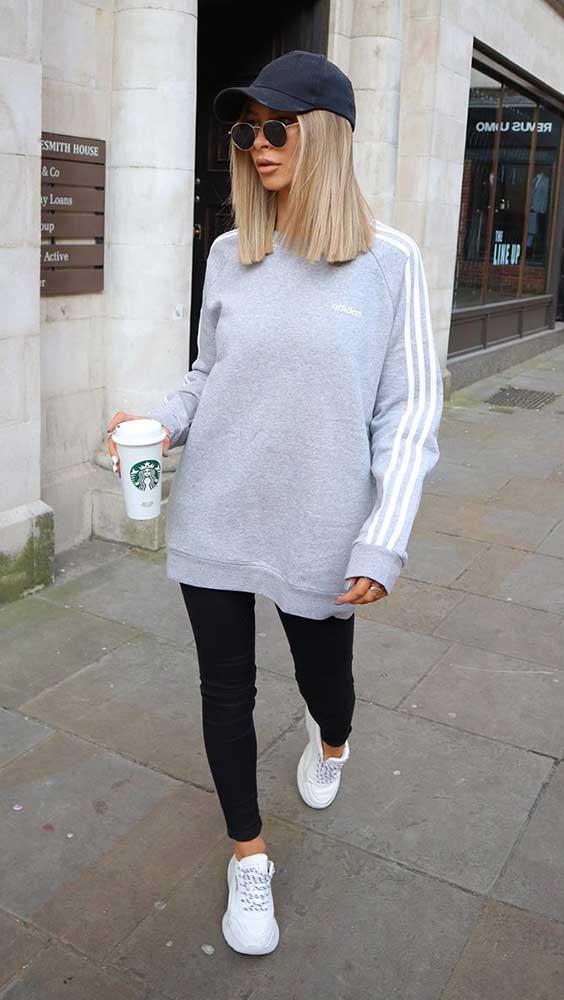 suéter cinza e legging perta