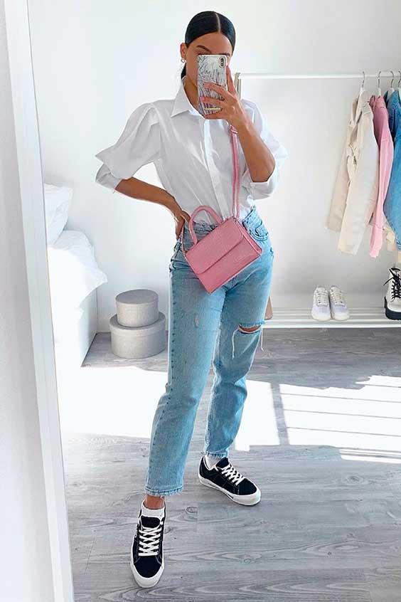 camisa branca, mom jeans e tênis preto e branco
