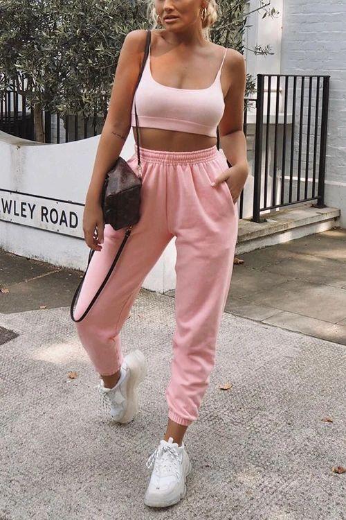 conjuntinho rosa e tênis nike air force