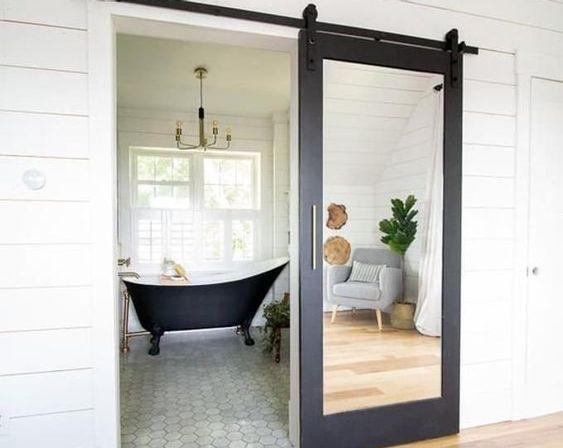 banhiero com porte de correr com espelho