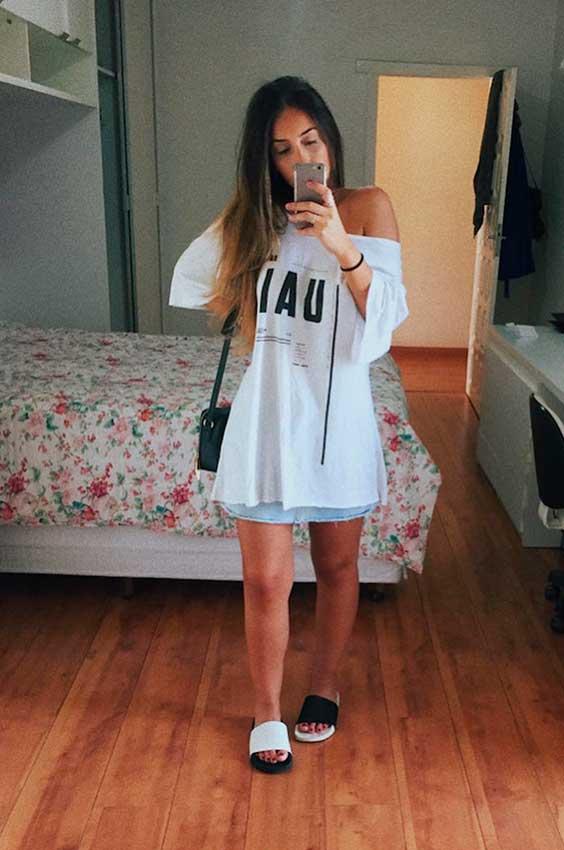 Maria Vasques, t-shirt oversized e chileno slide