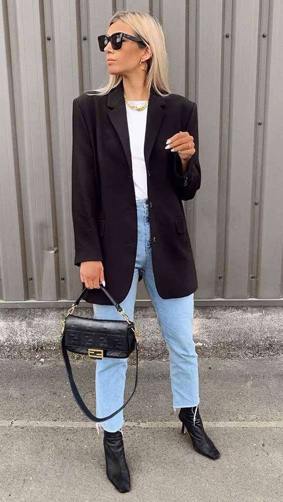 blazer preto e blusa branca