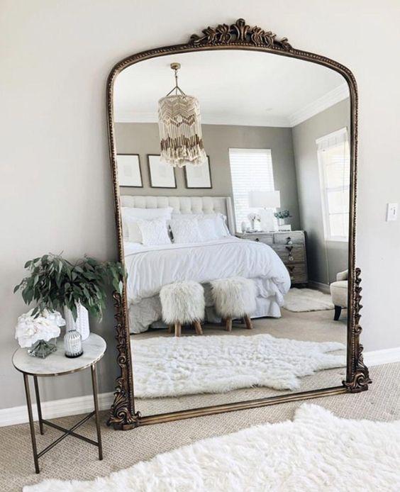 espelhos clássicos, quarto aconchegante