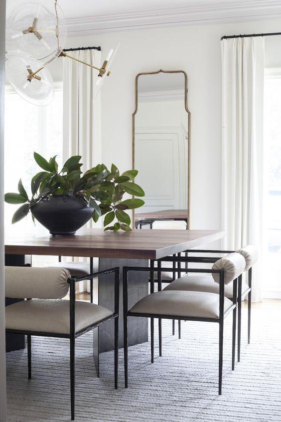 decoração clássica com espelhos na sala de jantar