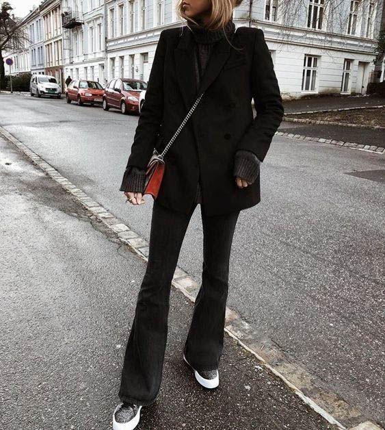 look monocromático com calça flare