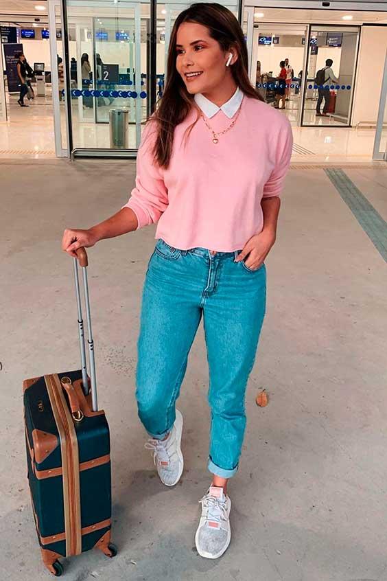 sobreposição com blusa rosa e camisa barnca
