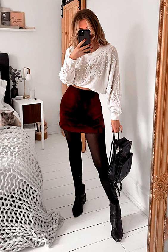 saia de veludo vermelha e meia-calça