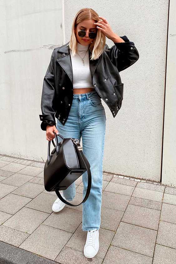 Sophia Schonherr, jaqueta de couro e mom jeans