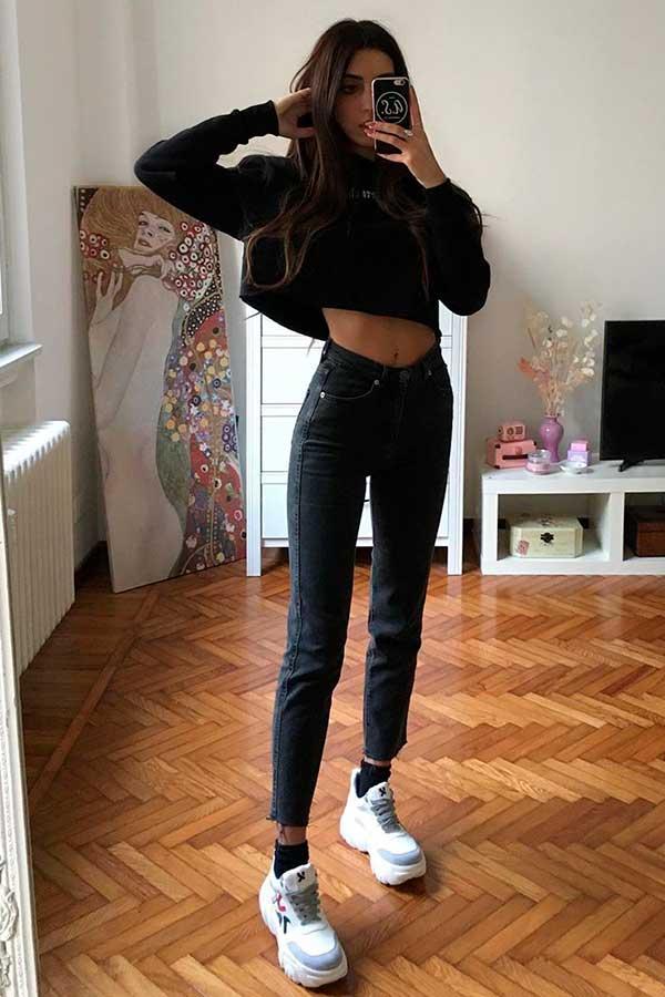 cropped de manga, calça preta