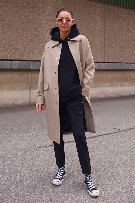 look all black com trench coat